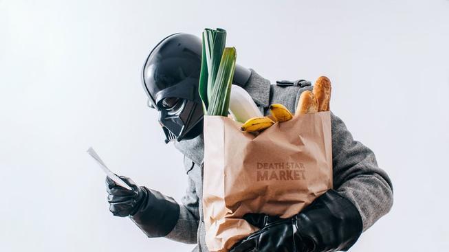 Podívejte se, jak vypadá každodenní život Darth Vadera, když zrovna nevládne Impériu