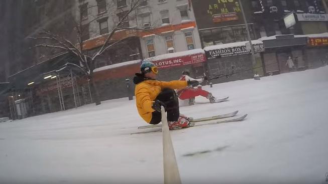 YouTubeři si ze zasněženého New Yorku udělali zábavní park