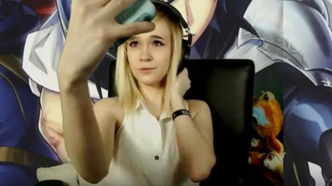 Trapas v živém přenosu – streamerka fotila dvě minuty selfie, nevěděla, že jí sledují diváci