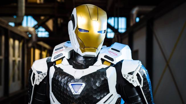 Cosplay Iron Mana, který je připraven vzlétnout!