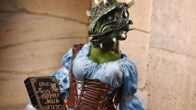 Úžasný cosplay vilné argoniánské služebné ze Skyrimu