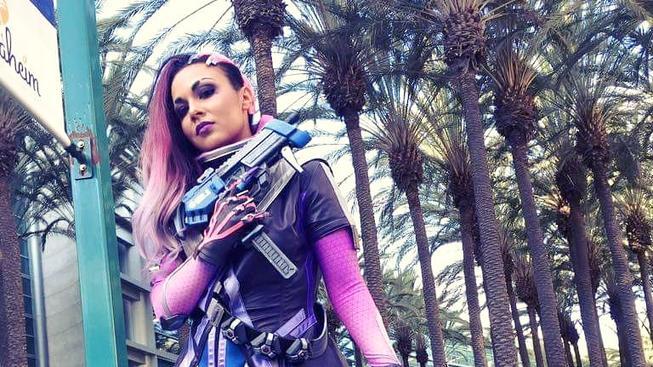 První cosplay Sombry z Overwatch je na světě
