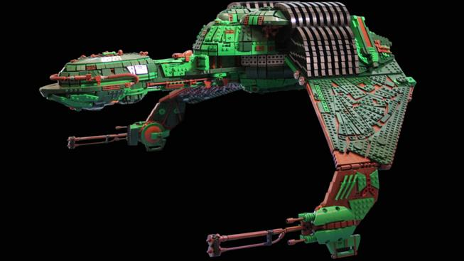 Chlápek postavil klingonskou loď z 25 tisíc kostek LEGO