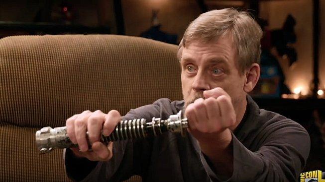 Mark Hamill měl možnost znovu si sáhnout na světelný meč z filmu Návrat Jediů