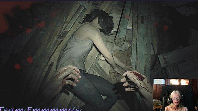 Podívejte se na tuhle drsnou babičku, jak hraje Resident Evil 7