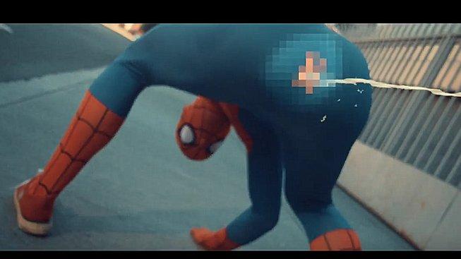 Anatomicky přesný Spider-Man je krapet nechutný