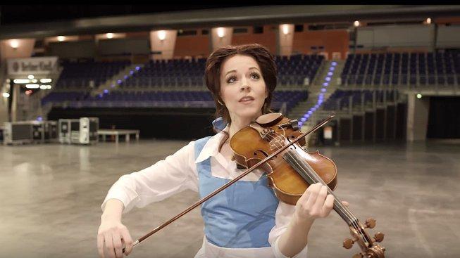Lindsey Stirling si zahrála na Belle z Krásky a zvířete