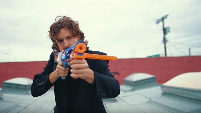 Parodie na Johna Wicka s NERF pistolemi je božská