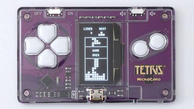 Herní platforma ve velikost kreditní karty aneb Tetris do každé peněženky!
