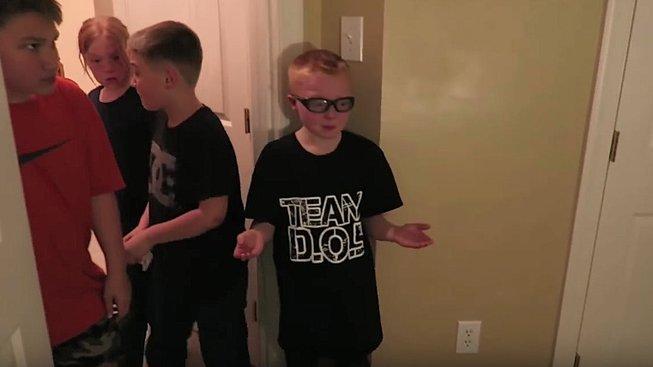 Rodiče využívali vlastní děti k točení prank videí – o syna a dceru nakonec přišli