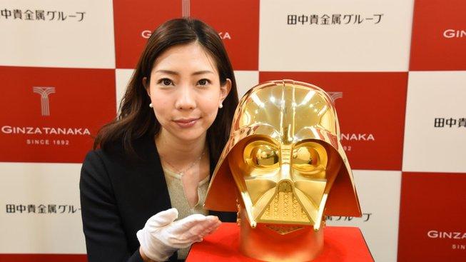 Pořiďte si zlatou helmu Darth Vadera v ceně 35 milionů korun