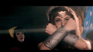 S Wonder Woman napříč časem ve stylu Madonny, Britney Spears ale i Beyoncé