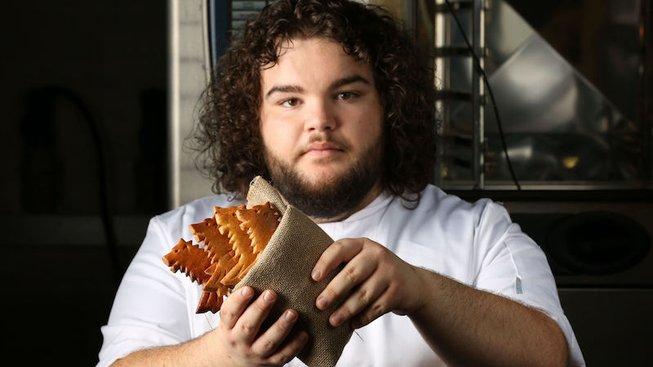 Herec, který hraje postavu Hot Pie v seriálu Hra o trůny si otevřel pekařství