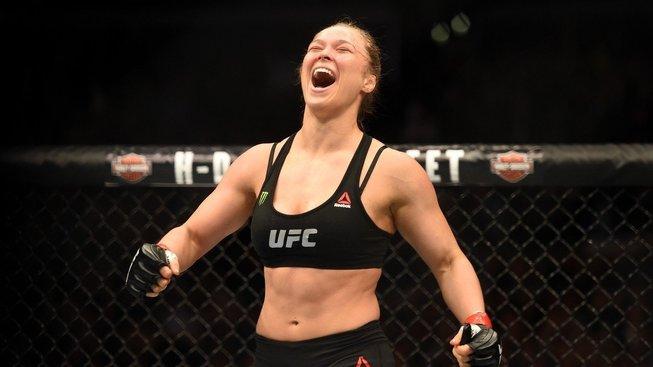 Au, to muselo bolet, Ronda Rousey při natáčení skoro přišla o prst