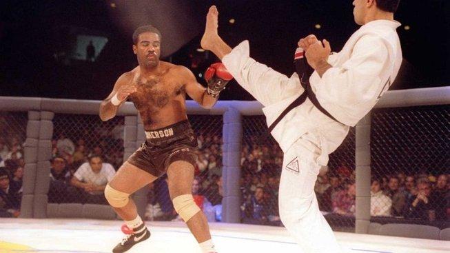 Historie MMA: Záznam prvního UFC připomíná filmy Jeane-Claudea van Damma