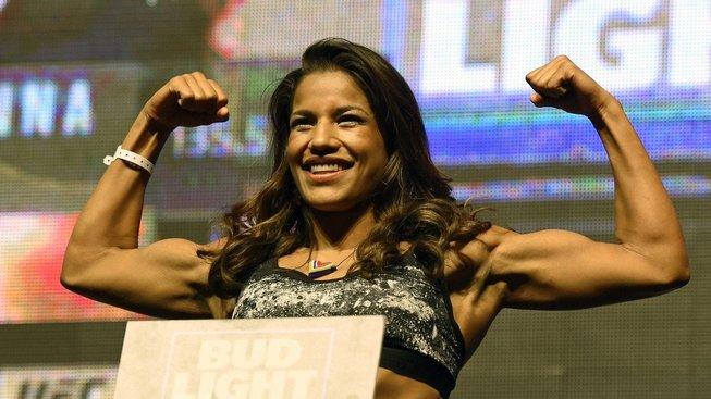 """""""Matky, které se ještě starají o domácnost a pracují jsou superženy,"""" říká MMA bojovnice Julianna Peňa"""