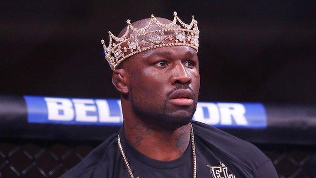 Nemilosrdný týden špičkového MMA, Procházka a stáří poslali do důchodu legendu jménem King Mo