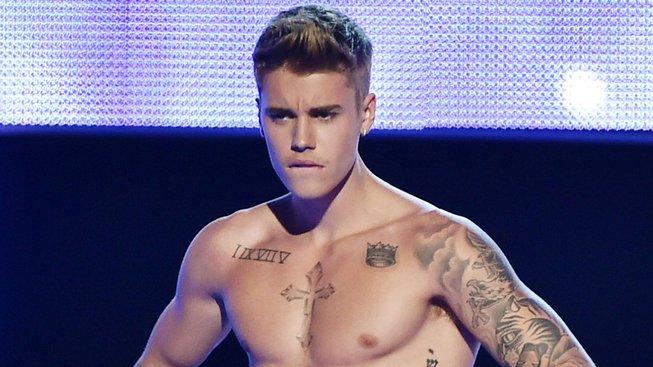 Justin Bieber vyzval Toma Cruise k zápasu v kleci