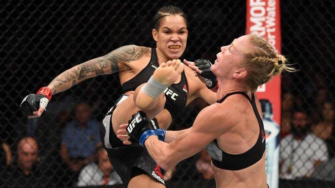 UFC zveřejnilo nesestříhaný záznam posledního titulového zápasu Nunes proti Holm