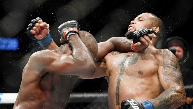 Lékařská zpráva o Santosově koleni vyvolává otázky, jak zvládl bojovat dvacet minut