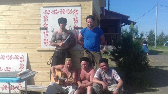 Ruský bojovník MMA vedl skupinu Kozáků při útoku na muslimskou rodinu