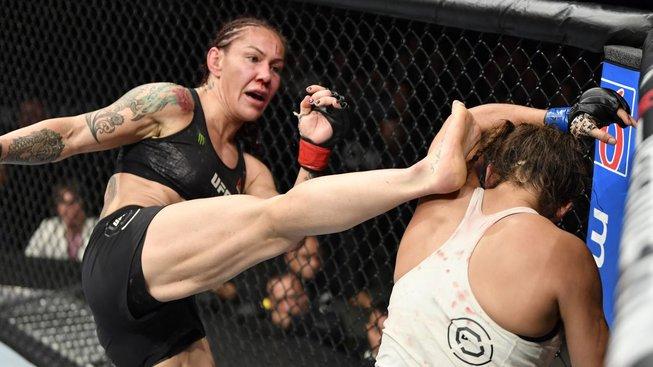 Cyborg to dokázala! Je první, komu se podařilo získat titul ve čtyřech prestižních MMA organizacích