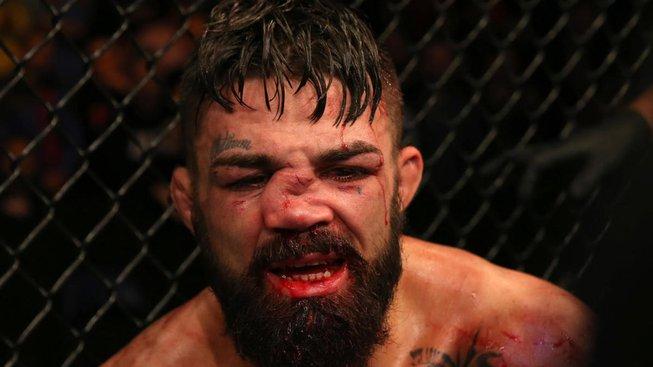 Mike Perry se porval v restauraci a knockoutoval staršího muže