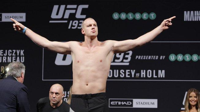Holandský mrakodrap a veterán UFC Stefan Struve definitivně ukončil kariéru