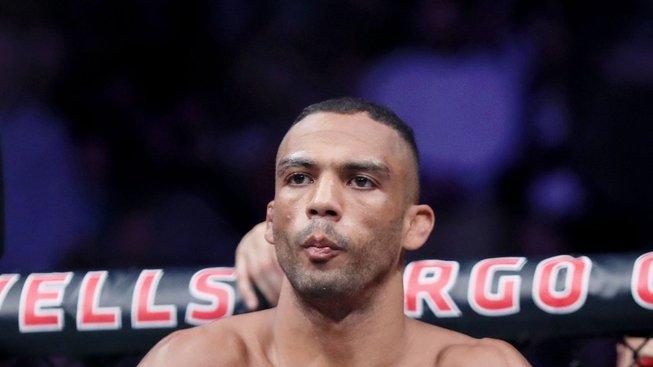 """Edson Barboza chce opustit UFC: """"Prosím, nechte mě jít"""""""