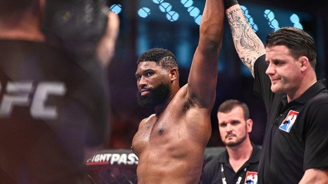 Souboj mezi Blaydsem a Volkovem slibuje klasickou bitvu mezi wrestlerem a kickboxerem