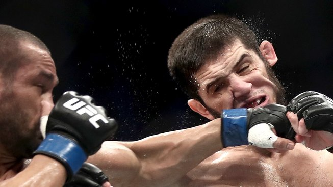 Boj skvělého zápasníka s mistrem jiu-jitsu ukázal, že nová hvězda přichází z Dagestánu