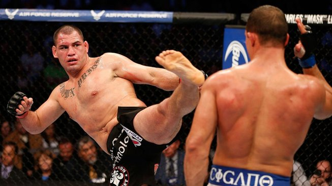 Bývalý šampion těžké váhy Cain Velasquez chce zpátky do UFC