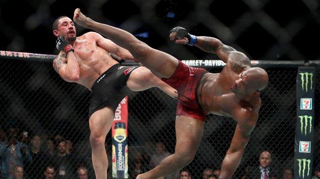 Whittaker a Till souhlasili, že se spolu utkají na UFC v Dublinu, nechtějí ale hubnout a možná zajdou na drink
