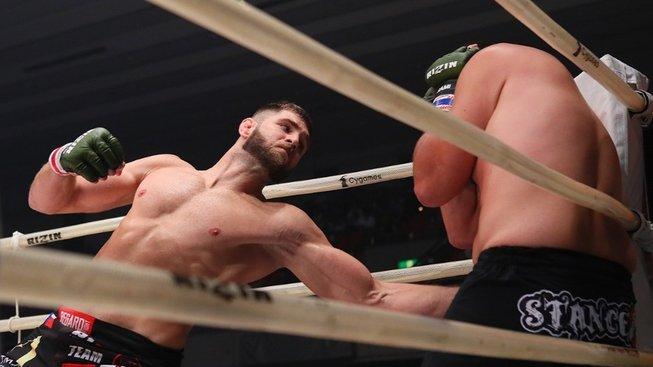 Jiří Procházka soupeře doslova zdemoloval a teď chce do UFC