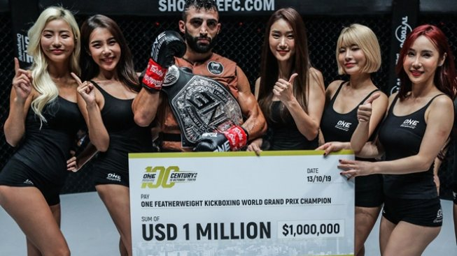 Kickboxeři se v Tokiu pobili o milion dolarů. Ten si nakonec odnesl precizní Giorgio Petrosyan