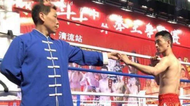 """Čínský taekwondista dokonale vypnul samozvaného """"mistra"""" kung-fu"""