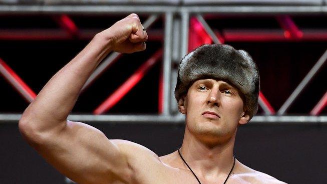 "Moskva se chystá na bitvu ""Draga"" Volkova se zlým americkým hochem Hardym"