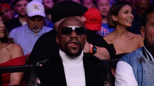 Floyd Mayweather se vrací a chystá s šéfem UFC něco velkého