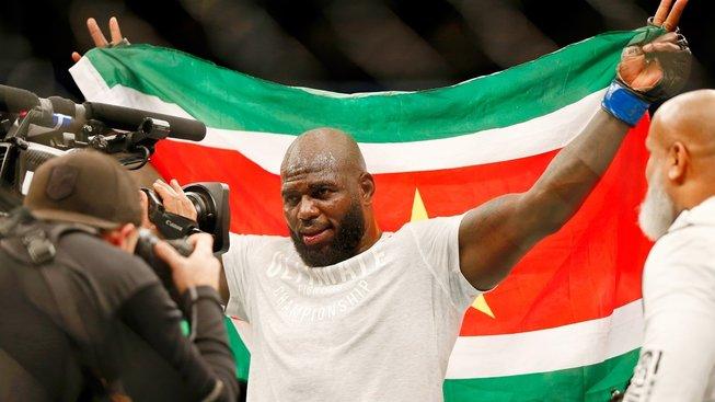 """Rozenstruik hned po vítězném KO vyzval Francise Ngannou: """"Dejme lidem tu pravou show!"""""""