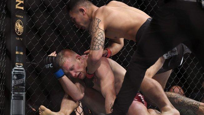 Velký turnaj UFC odstartovala zkáza Poláka Piechoty