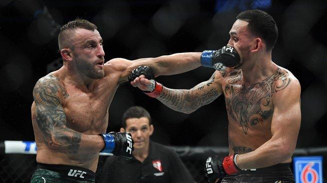 MMA není jen o trashtalku. Max Holloway ukázal, proč je tak milovaným bojovníkem