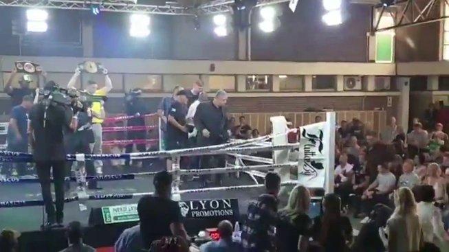 Jihoafrický boxer vypadl z ringu ještě před zahájením zápasu