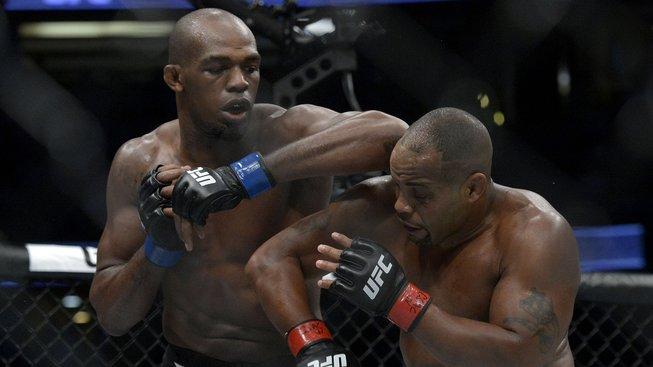 Jon Jones se do UFC dostal za 4 měsíce od svého prvního zápasu. Podívejte se na jeho vítězný debut v UFC oktagonu