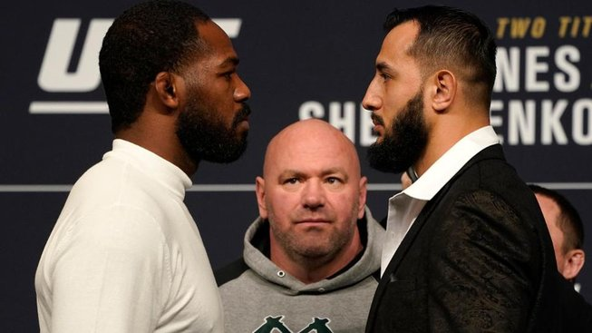 Reyes vs. Jones: Souboj neporaženého s neporazitelným