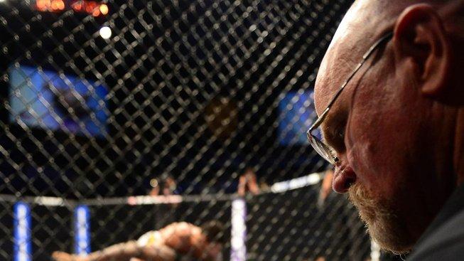 Bodoví rozhodčí v UFC pod palbou kritiky, stát Kansas přišel s revolučním řešením