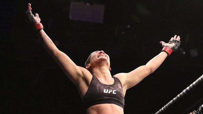 Přesně na bradu. Brazilka zabránila vyhazovu z UFC nádherným knockoutem