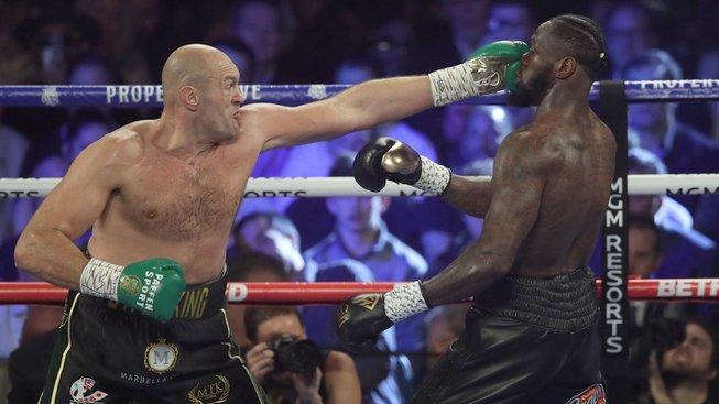 Král se vrátil na svůj trůn! Fury porazil do té doby neporaženého Wildera na TKO