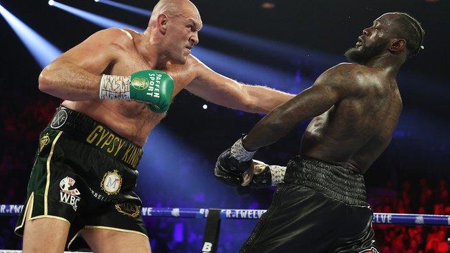 Boxera Furyho chce vidět papež i Trump, jeho otec však doufá, že pověsí rukavice na hřebík