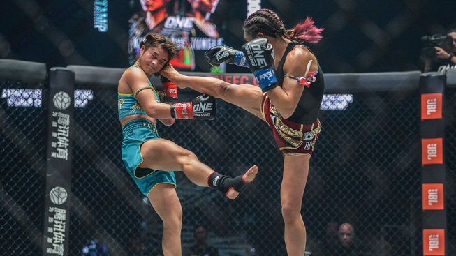 Janet-Todd-defeats-Stamp-Fairtex-ONE-KING-OF-THE-JUNGLE-AC-8842