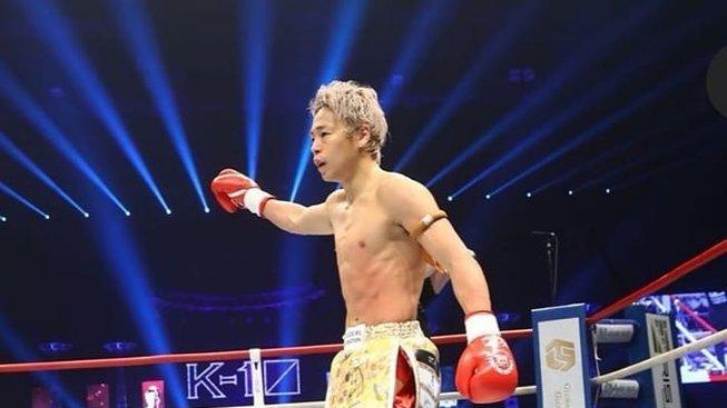 Pravý hák i kop ve výskoku - podívejte se na ty nejlepší knockouty z K-1 World Grand-Prix 2020